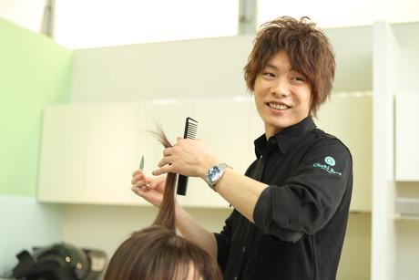 美容師免許は人を笑顔にできる魔法の免許お客様も自分も笑顔になれる職場環境で働きませんか?