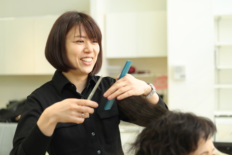 積極採用中!営業時間が短い美容室スタッフ平均45歳一人営業無長時間勤務無社保(パート可)