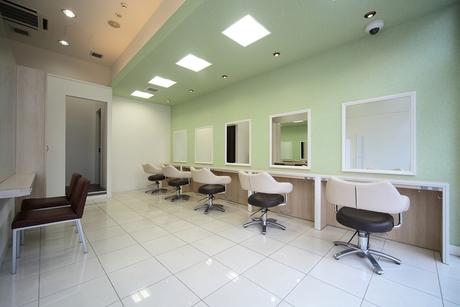 シンプルな施術工程で働きやすいカットカラー専門店の美容室/休眠美容師活躍中!